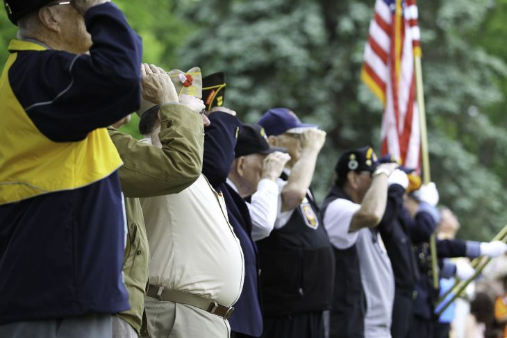 WWII veterans saluting